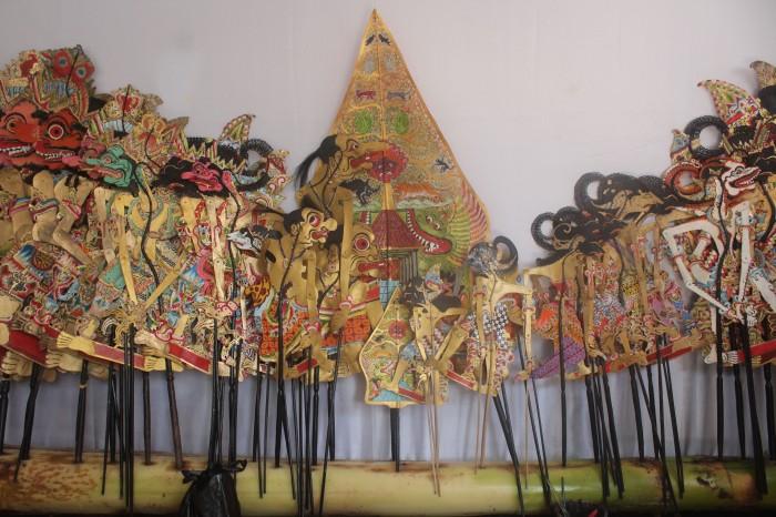 Contoh susunan hasil kerajinan Wayang Kulit pasangan Soesmedi.