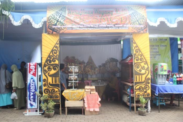 Stand kerajinan wayang Kulit Soesmedi dalam Musium Brawijaya Fair akhir tahun kemarin.
