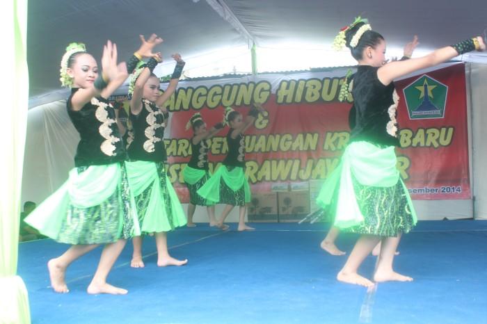 Penampilan siswi-siswi tim dari SMPN 23 Malang.