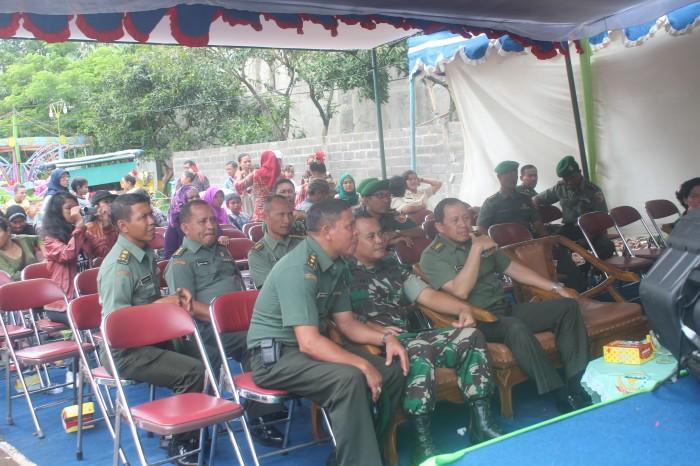 Suasana tamu-tamu undangan yang menyaksikan penampilan dari tiap kelompok peserta lomba tari.