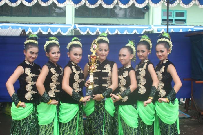 SMPN 23 Malang akhirnya keluar sebagai juara ke-3 kategori lomba tari tingkat SMP.