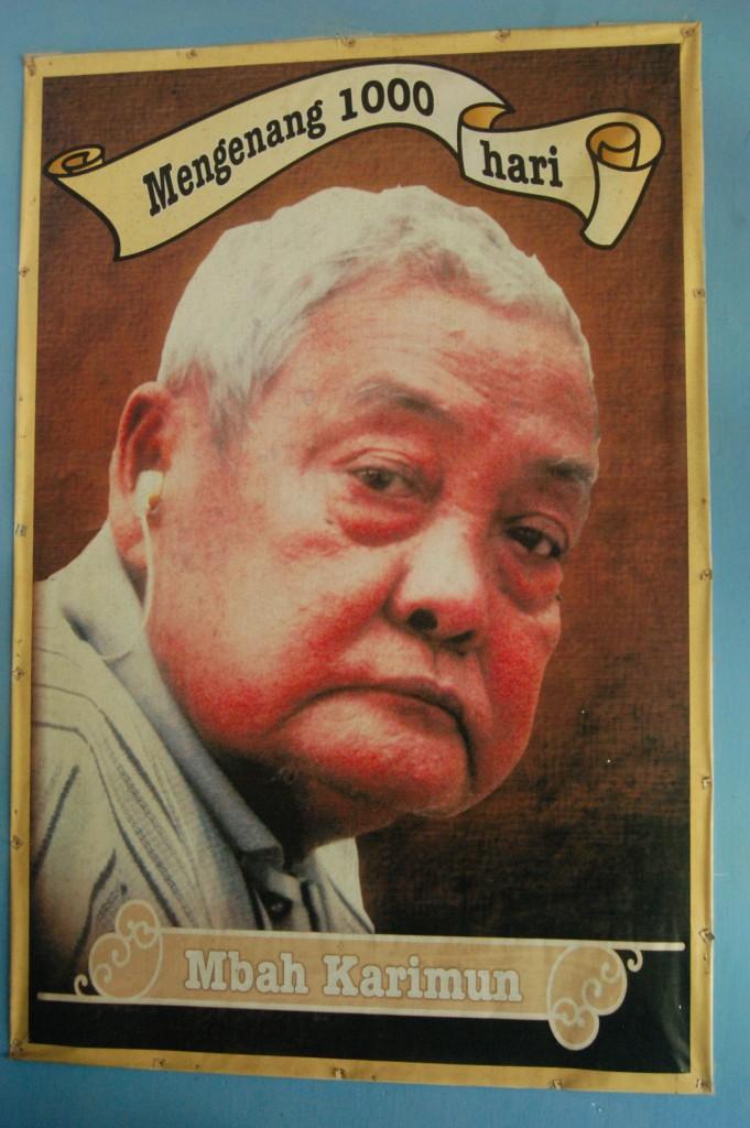 Foto Almarhum Mbah Karimoen, memperingati 100 hari kematian beliau.