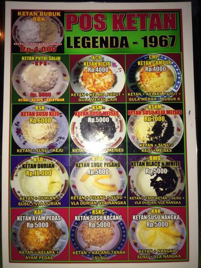 Bermacam-macam varian toping ketan yang ditawarkan di menu Pos Ketan Legenda 1967.